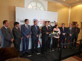 Governadores do Nordeste em pronunciamento após reunião, em São Luís (MA), (Foto: Walter Santos)
