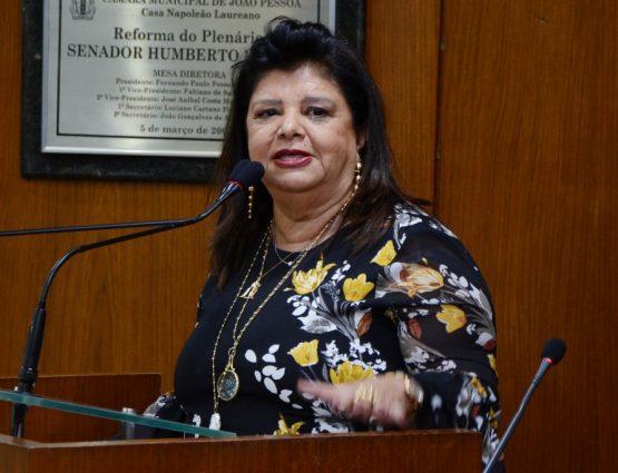 Luíza Trajano em discurso na Câmara de João Pessoa (Juliana Santos / CMJP)