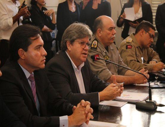 Governador João Azevêdo reunido com a cúpula de segurança